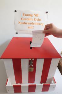 Box mit Hand_klein