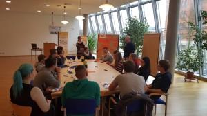Diskussionsrunde am Vormittag: die Jugendlichen sammeln gemeinsam Ideen